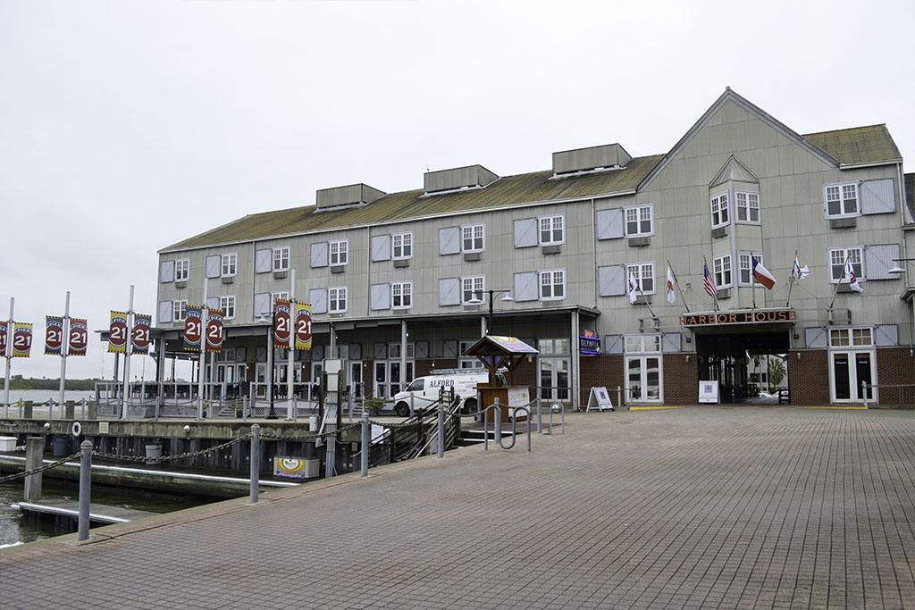 Harbor-House-Good-EatsTexas-Galveston-Good-Eats-Local-Travel-Guide-Logo--Mike-Puckett-DDM 2