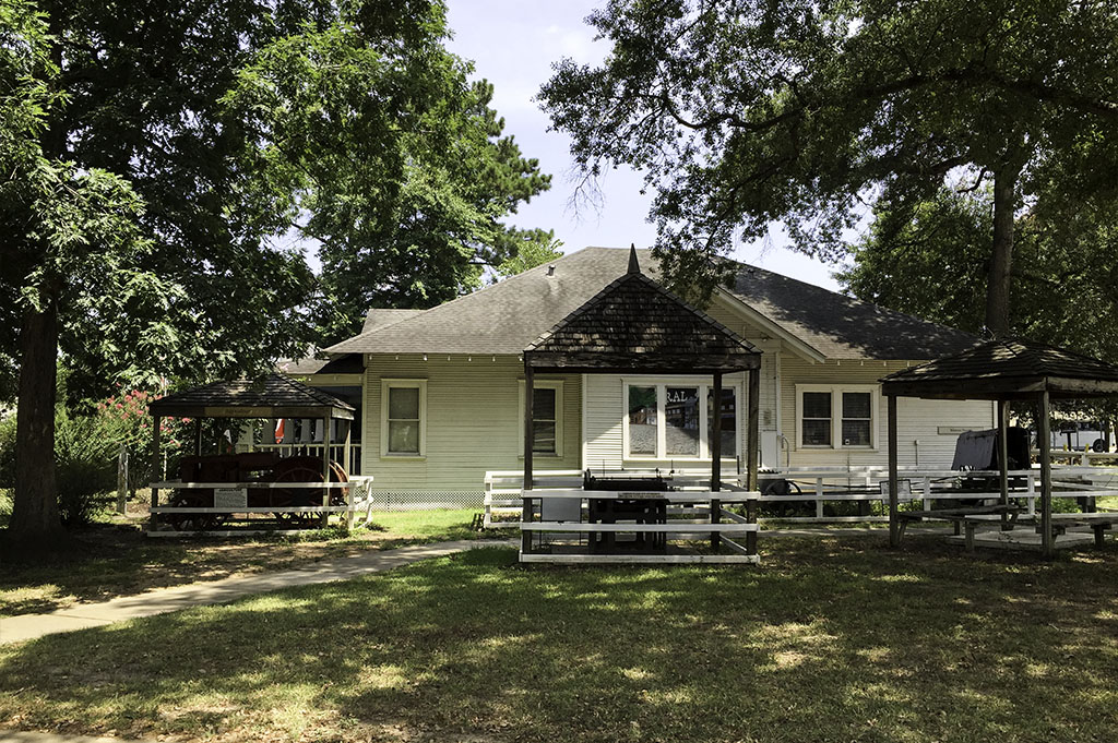 Heritage Museum Good Eats Conroe Local Trave Guide Mike Puckett DDM 4