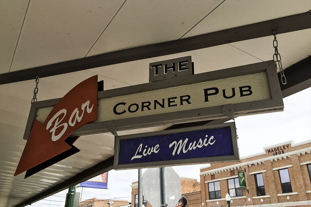 The Corner Pub Good Eats Conroe Local Trave Guide Mike Puckett DDM 2