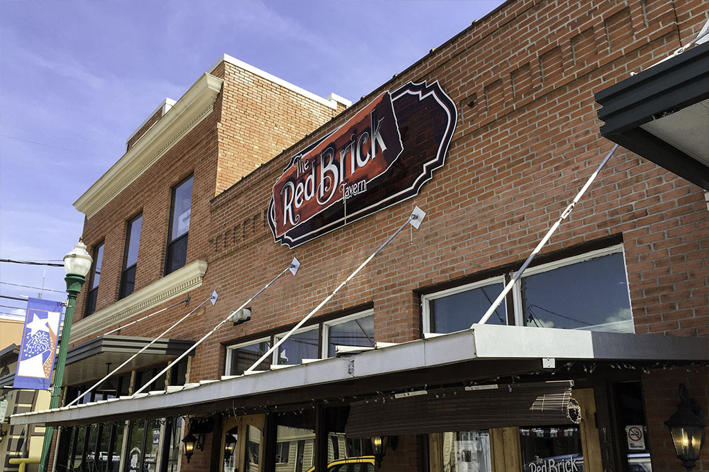 The Red Brick Tavern Good Eats Conroe Local Trave Guide Mike Puckett DDM 1