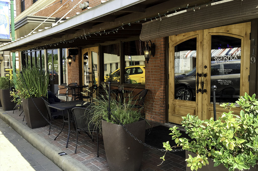 The Red Brick Tavern Good Eats Conroe Local Trave Guide Mike Puckett DDM 2