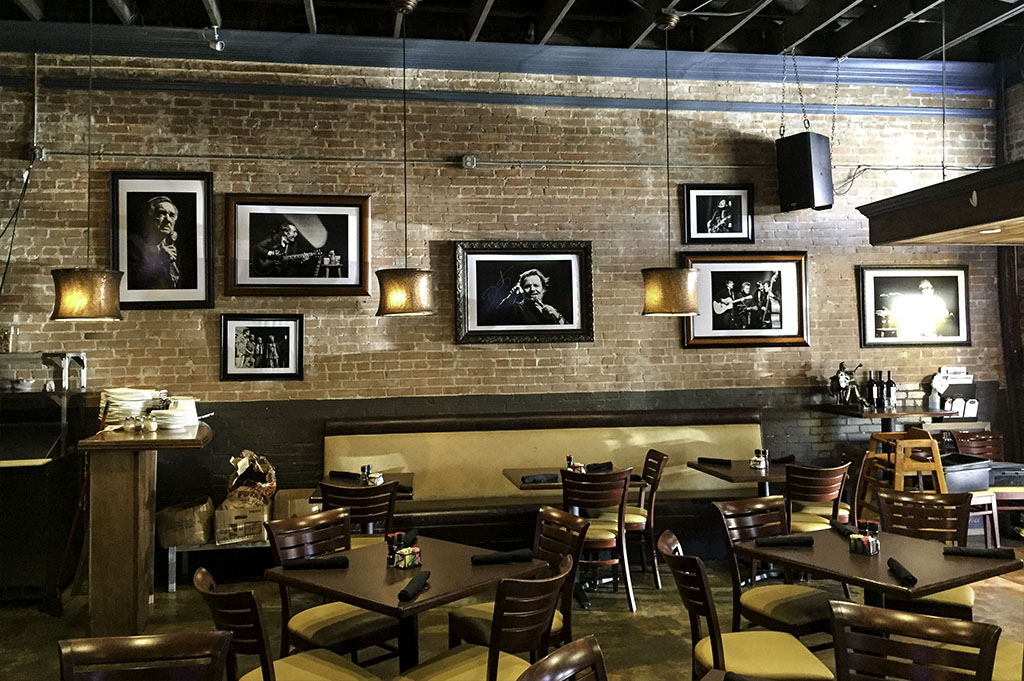 The Red Brick Tavern Good Eats Conroe Local Trave Guide Mike Puckett DDM 5