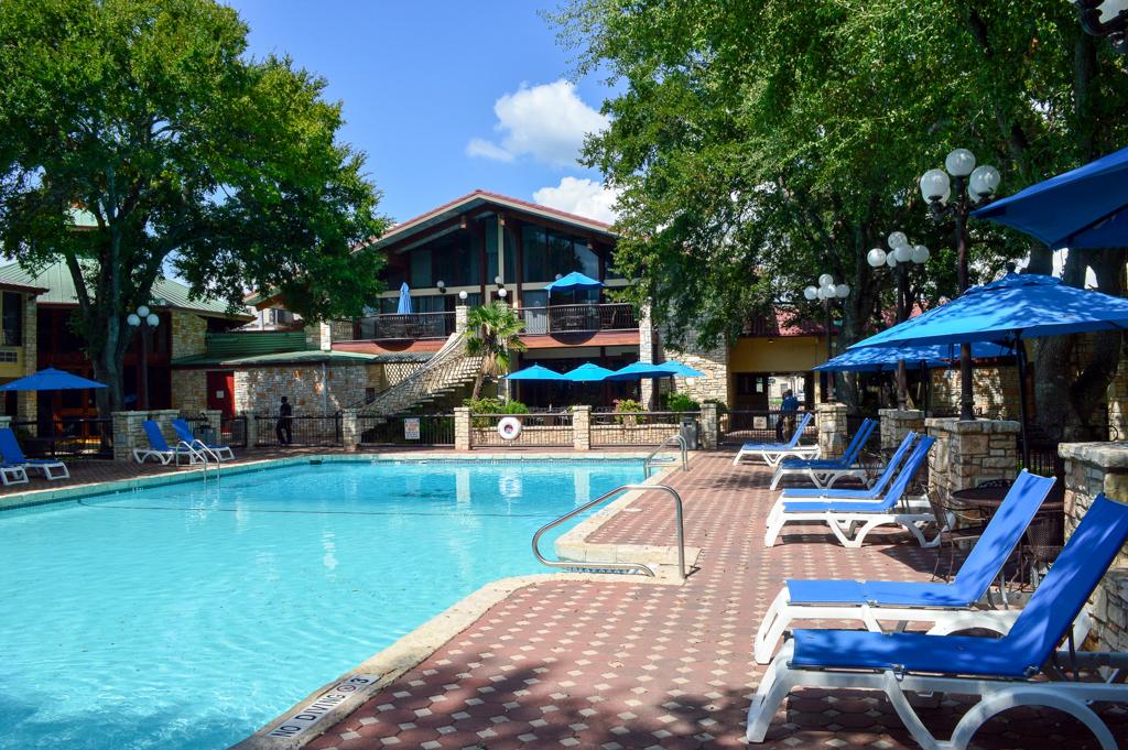 Alpine Lodge Restaurant Good Eats Kerrville Texas Mike Puckett GETW (4 of 22)