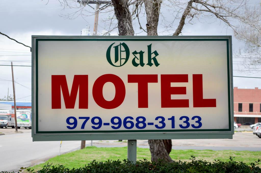 Oak Motel Good Eats Local Mike Puckett GW (2 of 19)